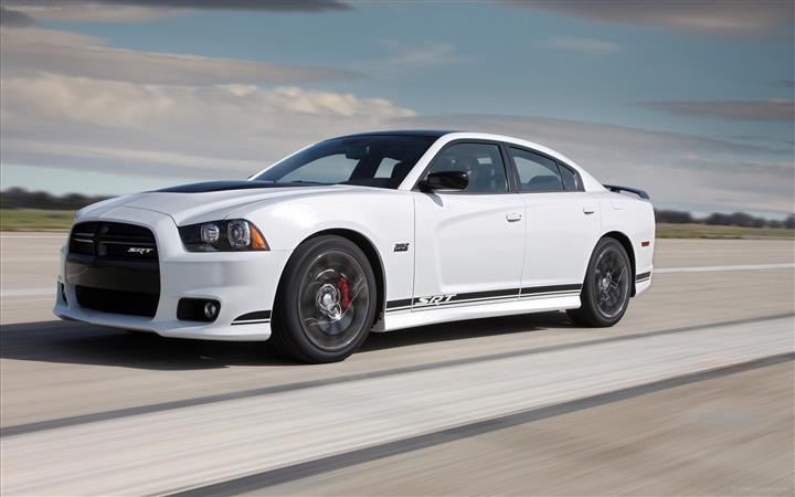 Dodge-Charger-SRT8-392-2013-widescreen-01
