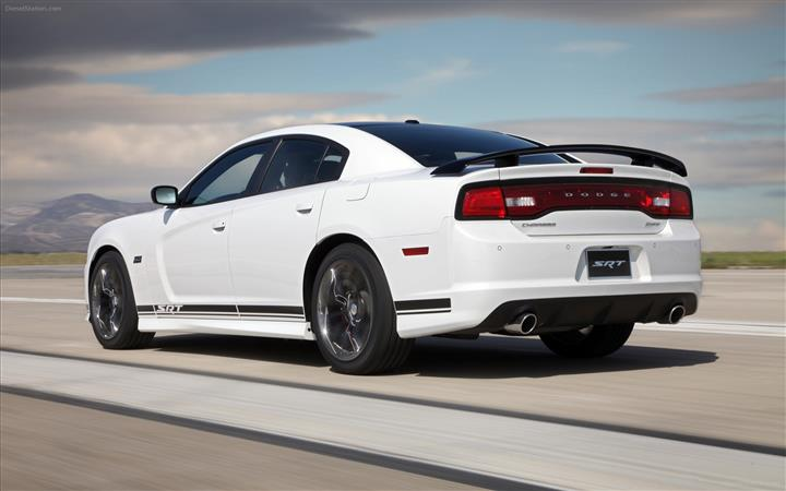 Dodge-Charger-SRT8-392-2013-widescreen-02