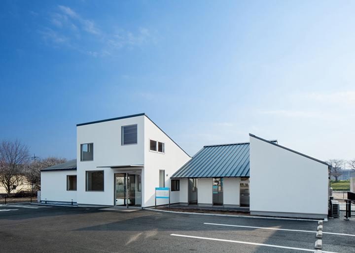 Y-Clinic-by-Kimitaka-Aoki-ARCO-architects-Tsuchiura-Japan-07