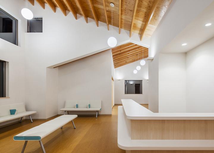 Y-Clinic-by-Kimitaka-Aoki-ARCO-architects-Tsuchiura-Japan