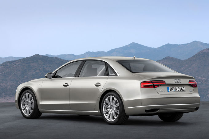 08-2013-Audi-A8-facelift-Sperrfrist-21-8-2013-W12-fotoshowImage-644a6ae3-710402