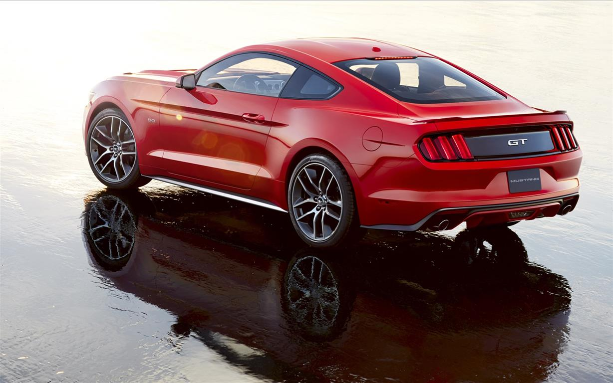 Ford-Mustang-2015-widescreen-02