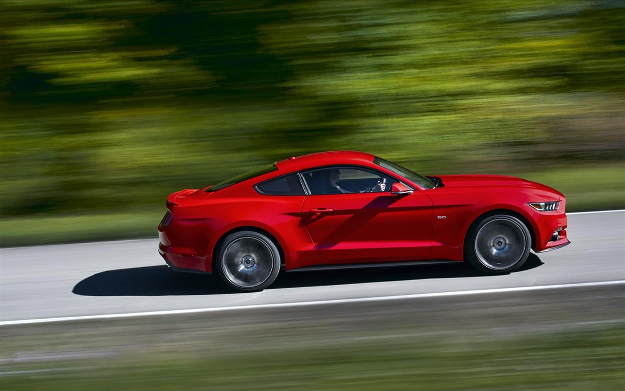 Ford-Mustang-2015-widescreen-03