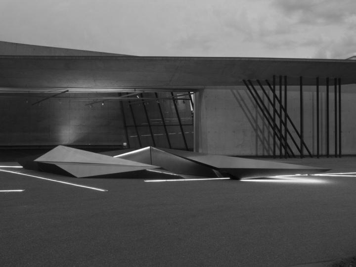 Prima-installation-for-Swarovski-Vitra-by-Zaha-Hadid-Weil-am-Rhein-Germany-05