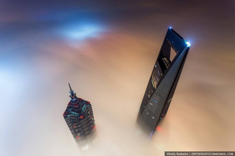 52fcd484e8e44e15890000a8_video-watch-two-men-scale-the-world-s-2nd-tallest-tower_shanghai2-1000x666
