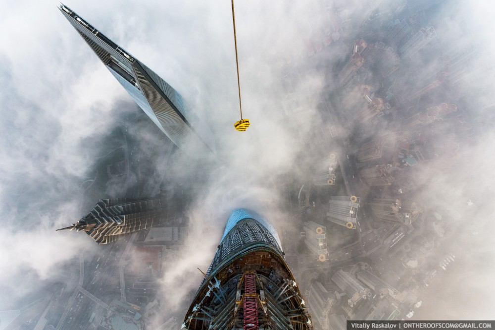 52fcd4c2e8e44e15890000ad_video-watch-two-men-scale-the-world-s-2nd-tallest-tower_shanghai11-1000x666