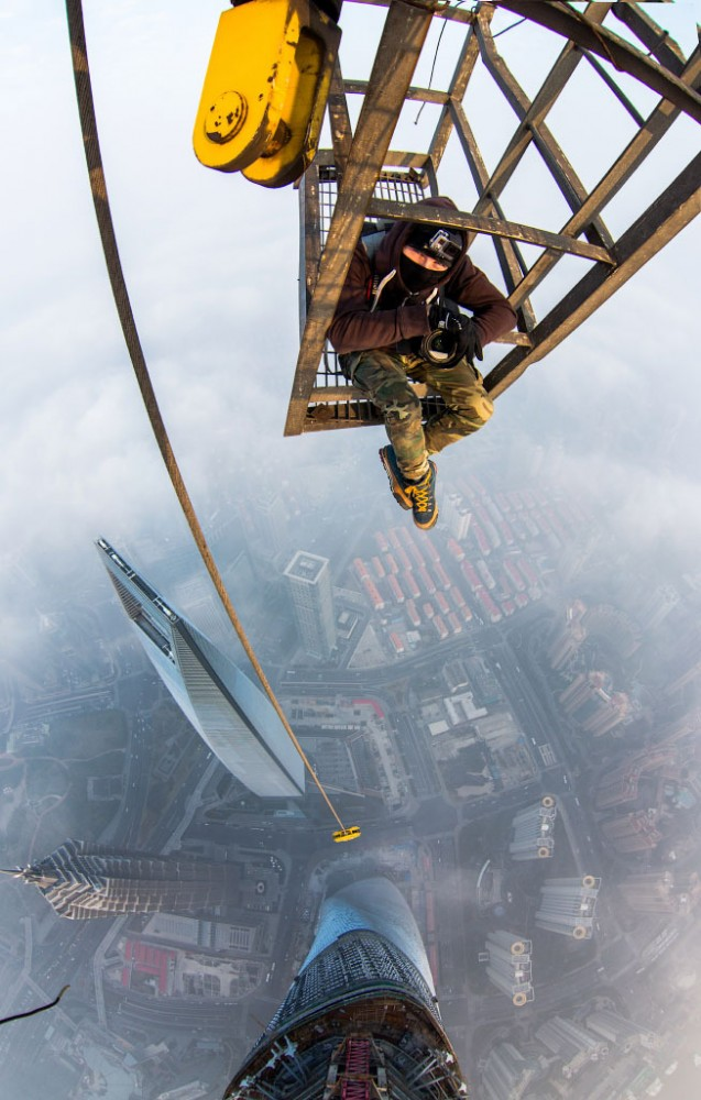 52fcd4cee8e44e3cd00000ae_video-watch-two-men-scale-the-world-s-2nd-tallest-tower_shanghai13-637x1000