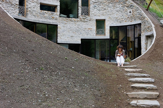 CMA-_-Christian-Müller-Architects-Villa-in-Vals-07