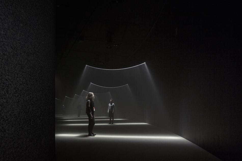 united-visual-artists-momentum-the-curve-barbican-designboom-g6