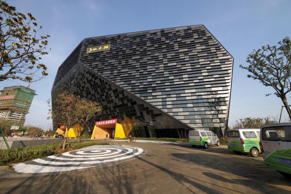 5327c060c07a8043e1000333_west-taihu-international-business-plaza-lab-architecture-studio-siadr_01-1000x666