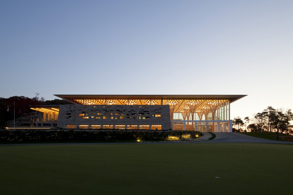 533257dac07a806c360000a8_nine-bridges-country-club-shigeru-ban-architects__mg_2202-1000x666