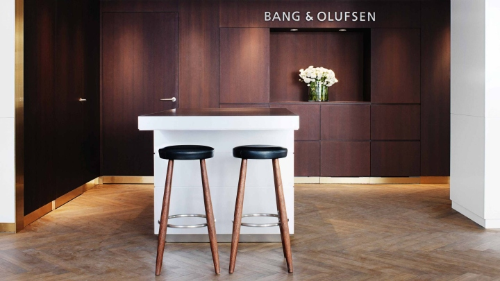 Bang-Olufsen-flagship-store-by-Johannes-Torpe-Studios-Copenhagen-Sweden-08