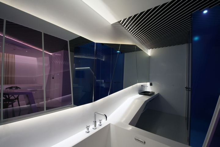 Pure-Crystal-room-at-Boutique-Hotel-the-Designers-by-Seungmo-Lim-Seoul-South-Korea-02