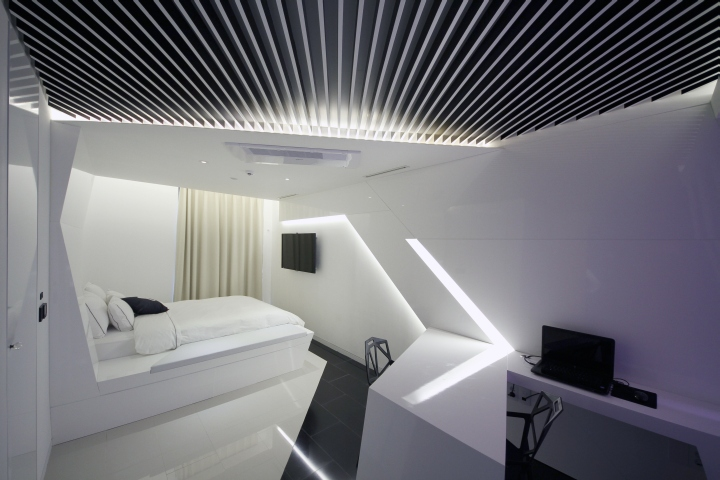 Pure-Crystal-room-at-Boutique-Hotel-the-Designers-by-Seungmo-Lim-Seoul-South-Korea-05