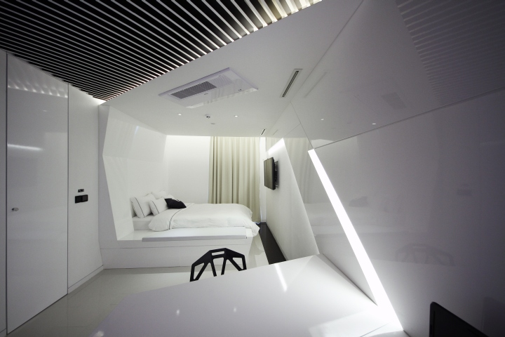 Pure-Crystal-room-at-Boutique-Hotel-the-Designers-by-Seungmo-Lim-Seoul-South-Korea-06