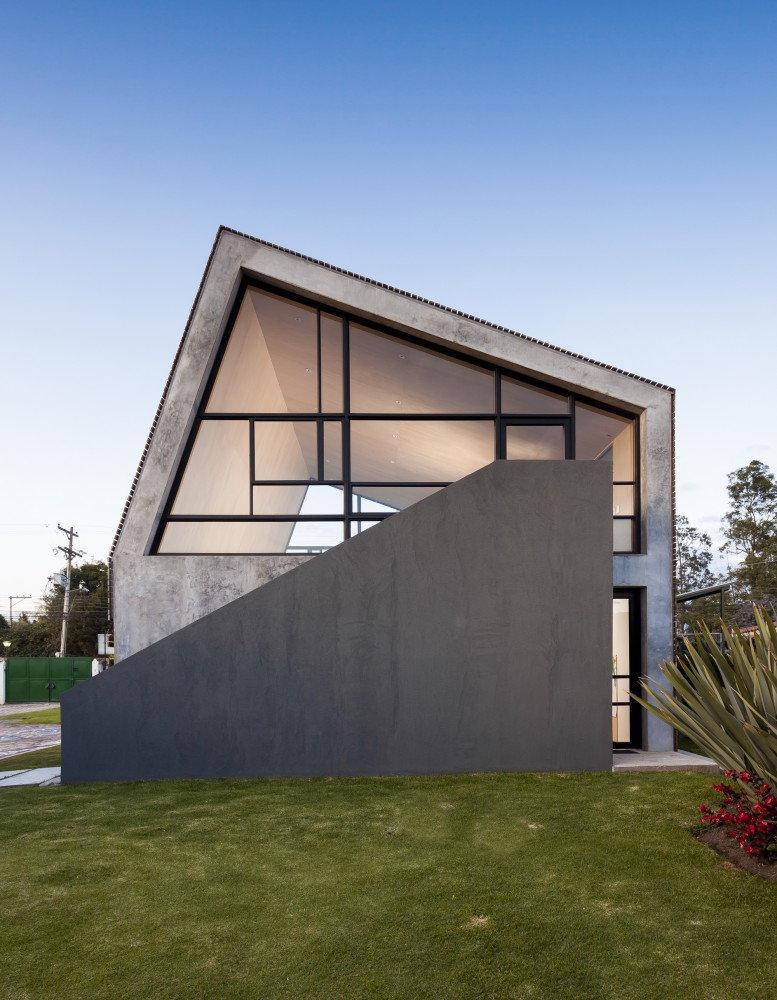 537bfbfcc07a80d8590000f1_la-leroteca-lacaja-arquitectos_portada-777x1000