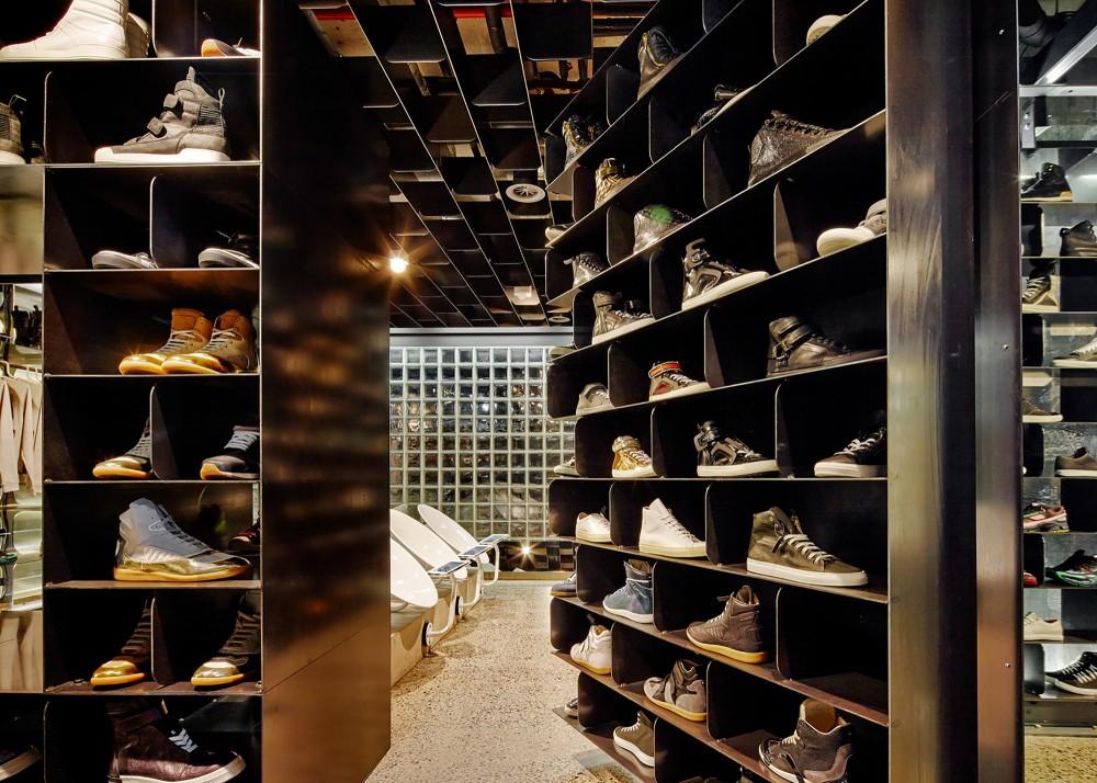 53991a43c07a803df40006b3_sneakerboy-store-march-studio_131013_sneakerboy_0388-1000x714
