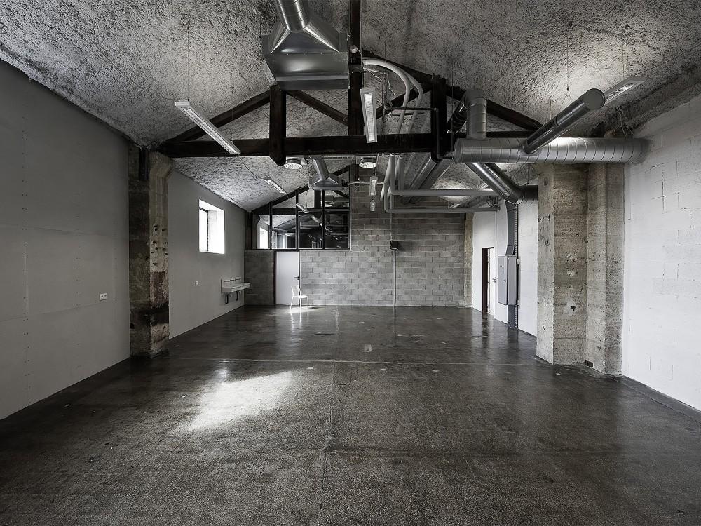 539935ffc07a803df40006c3_warehouse-transformation-into-visual-arts-school-matthieu-place-thomas-raynaud_portada-1000x750