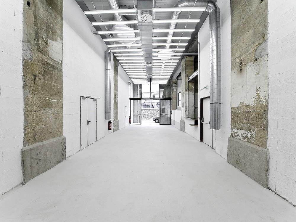 5399366ec07a805cea0006ff_warehouse-transformation-into-visual-arts-school-matthieu-place-thomas-raynaud_school_04-1000x750