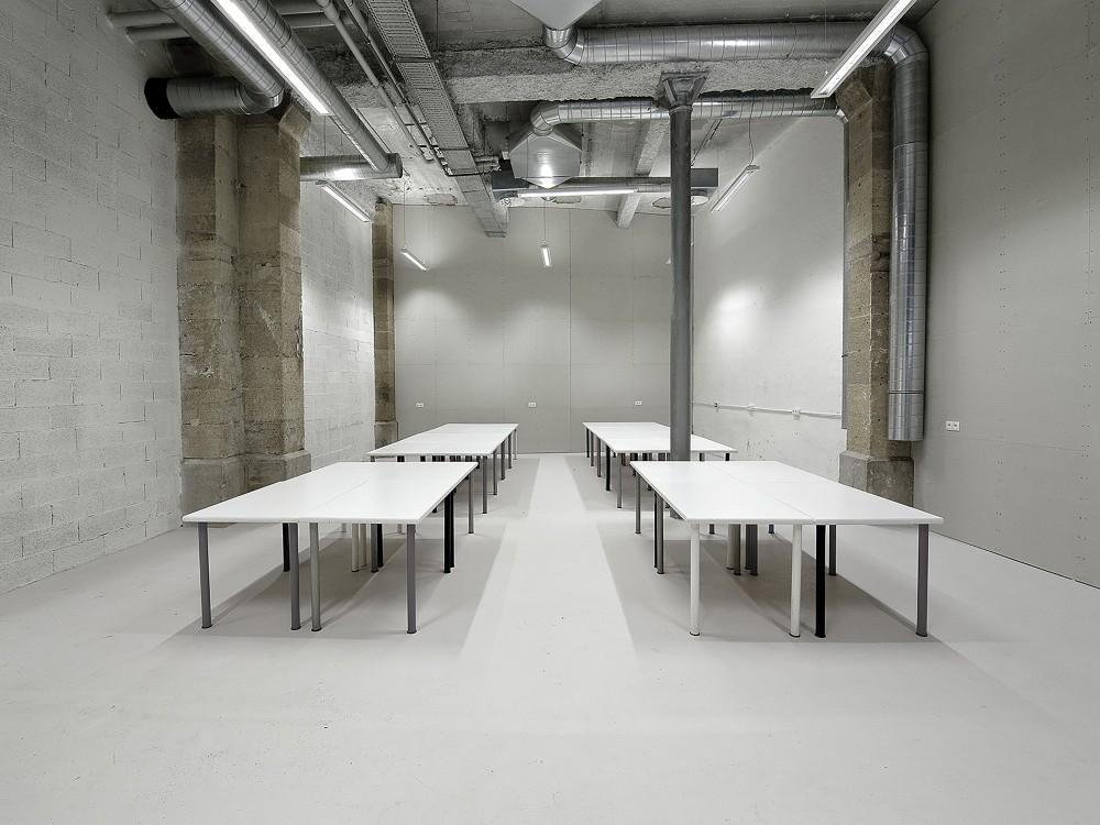 539936a9c07a805cea000700_warehouse-transformation-into-visual-arts-school-matthieu-place-thomas-raynaud_school_07-1000x750