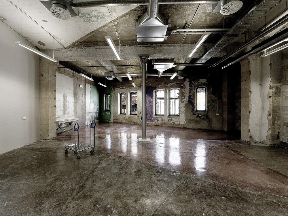 539936dbc07a80569e000736_warehouse-transformation-into-visual-arts-school-matthieu-place-thomas-raynaud_school_08-1000x750