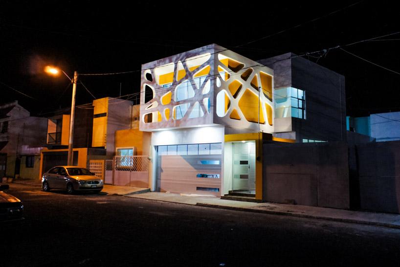 gerardo-ars-highlights-relationship-family-three-house-designboom-011