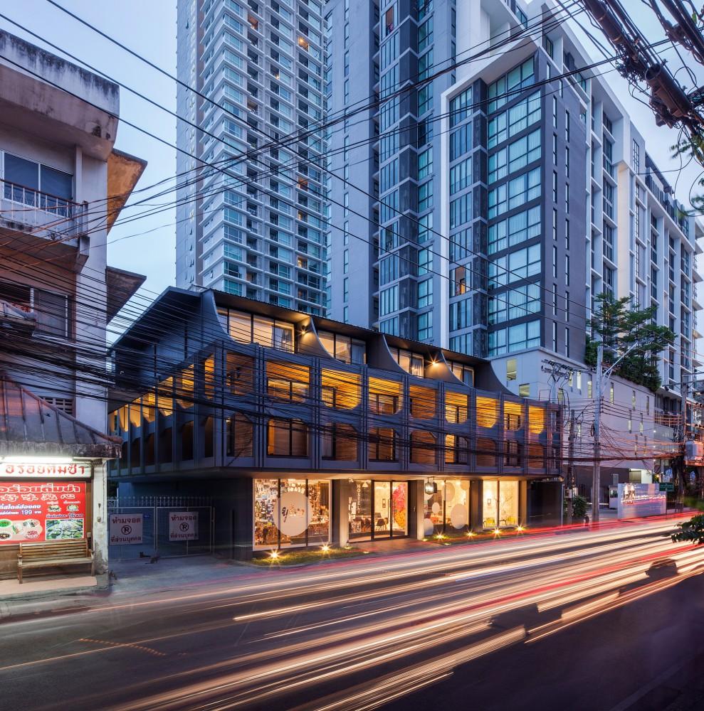 53c4b999c07a80799300004f_yim-huai-khwang-hostel-supermachine-studio_ss-yimhuaykwang-03-989x1000