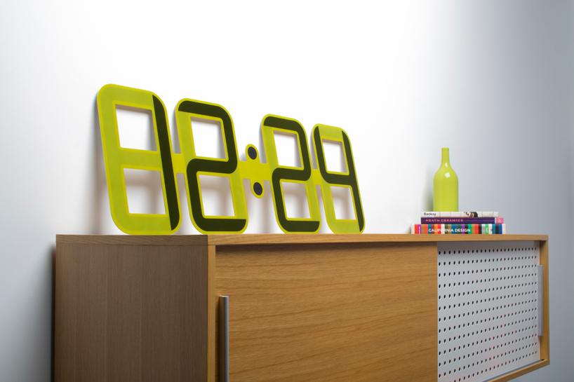 clock-one-e-ink-technology-designboom03