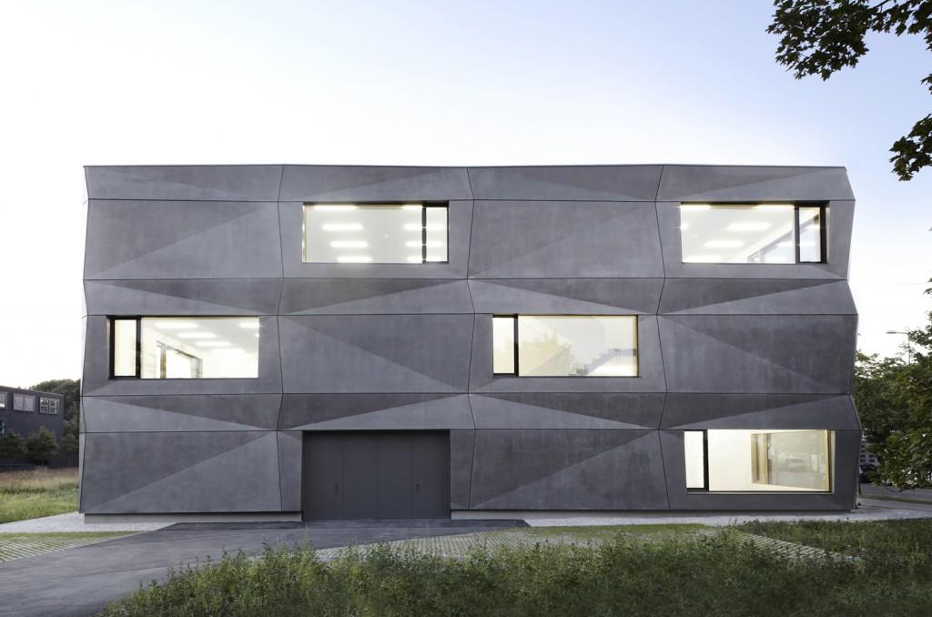 53e9c0dcc07a8009620001ca_textilmacher-tillicharchitektur_tillicharchitektur_textilmacher_west_s