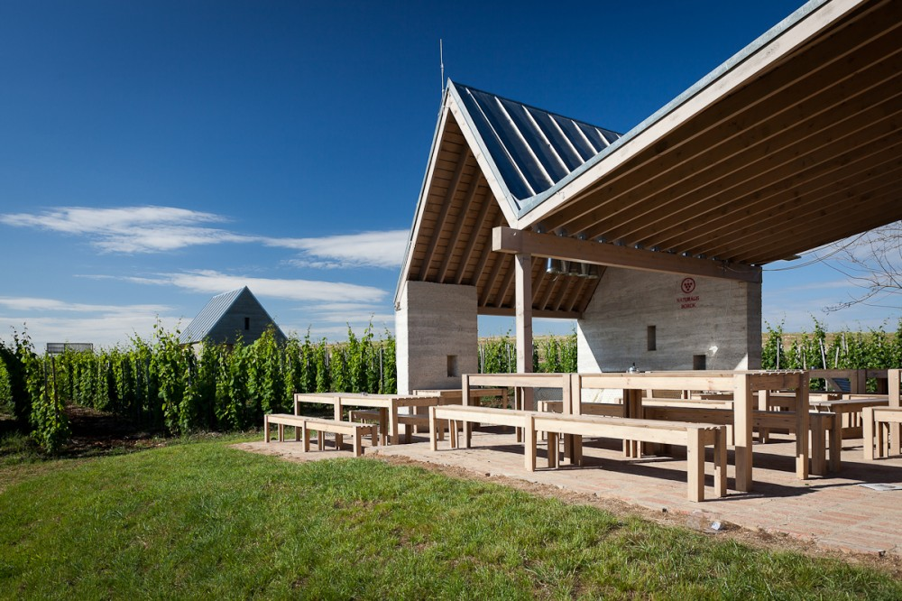 53f3f9efc07a80388e00053e_wine-terrace-and-spa-gereben-mari-n-architects_aes_05-1000x666