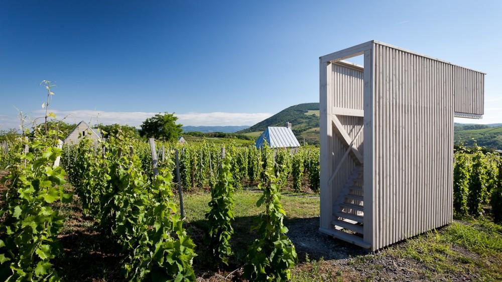 53f3fa0bc07a80388e000540_wine-terrace-and-spa-gereben-mari-n-architects_aes_08-1000x562