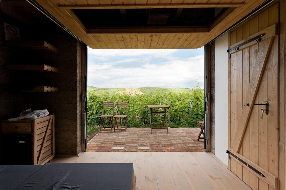 53f3fa0cc07a80c3840005e7_wine-terrace-and-spa-gereben-mari-n-architects_aes_07-1000x666