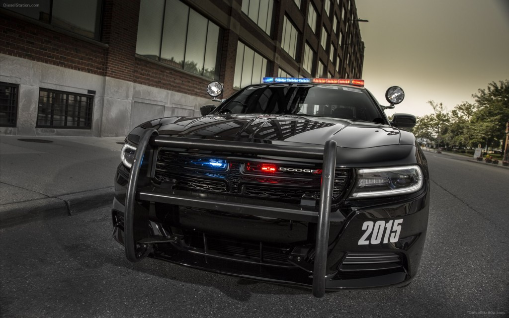Dodge-Charger-Pursuit-2015-widescreen-05