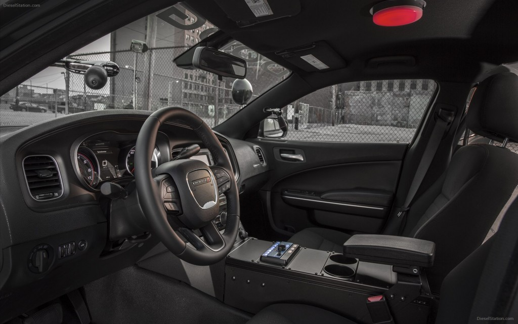 Dodge-Charger-Pursuit-2015-widescreen-07