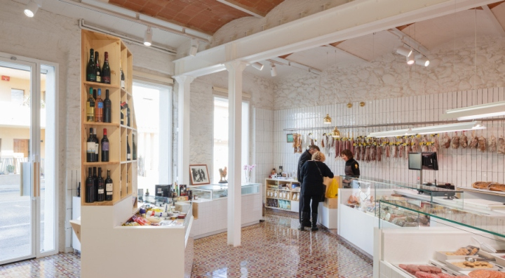 Germans-Soler-butchers-shop-by-Pau-Sarquella-Fabregas-Celra-Spain-03