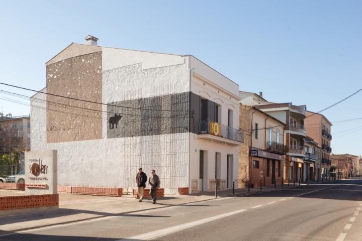 Germans-Soler-butchers-shop-by-Pau-Sarquella-Fabregas-Celra-Spain-06