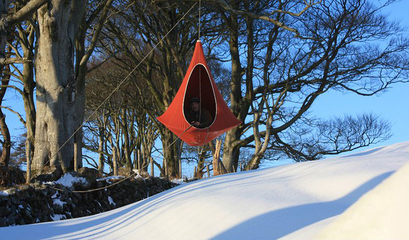 hang-in-out-cacoon-tent-maisonobjet-designboom-10