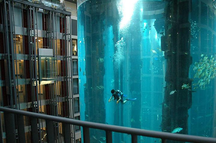 AquaDom-in-Radisson-Blu-Hotel-Berlin-Germany-02-