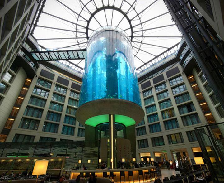 AquaDom-in-Radisson-Blu-Hotel-Berlin-Germany-04-
