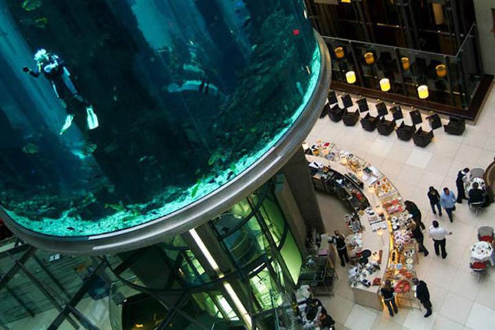AquaDom-in-Radisson-Blu-Hotel-Berlin-Germany-05-