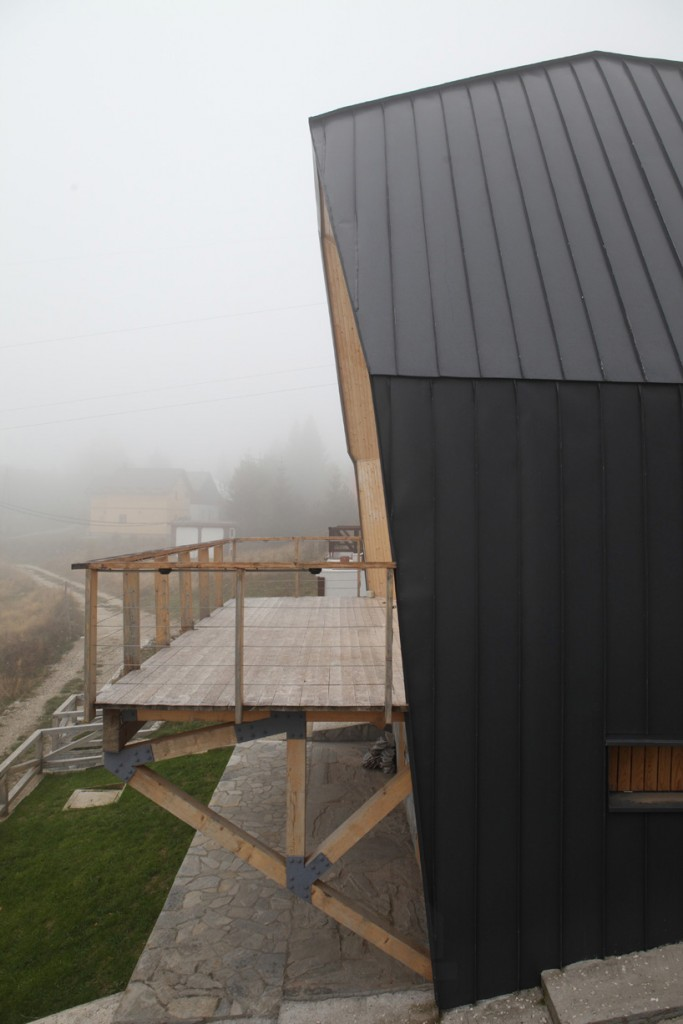 4of7-architecture-kopaonik-mountain-home-serbia-designboom-06