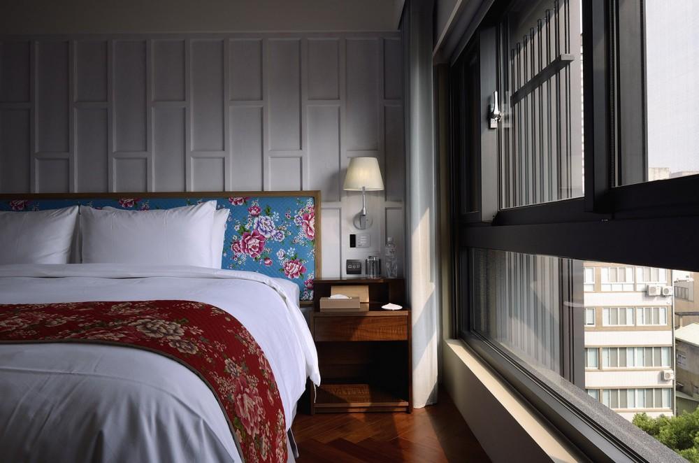 54adfd0be58ece23a900004d_red-dot-hotel-steven-wu-wang-pe-jen_l_size_room-1000x662