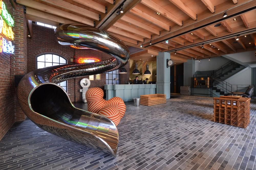 54adfd4ee58ece282300004d_red-dot-hotel-steven-wu-wang-pe-jen_lobby-1000x662