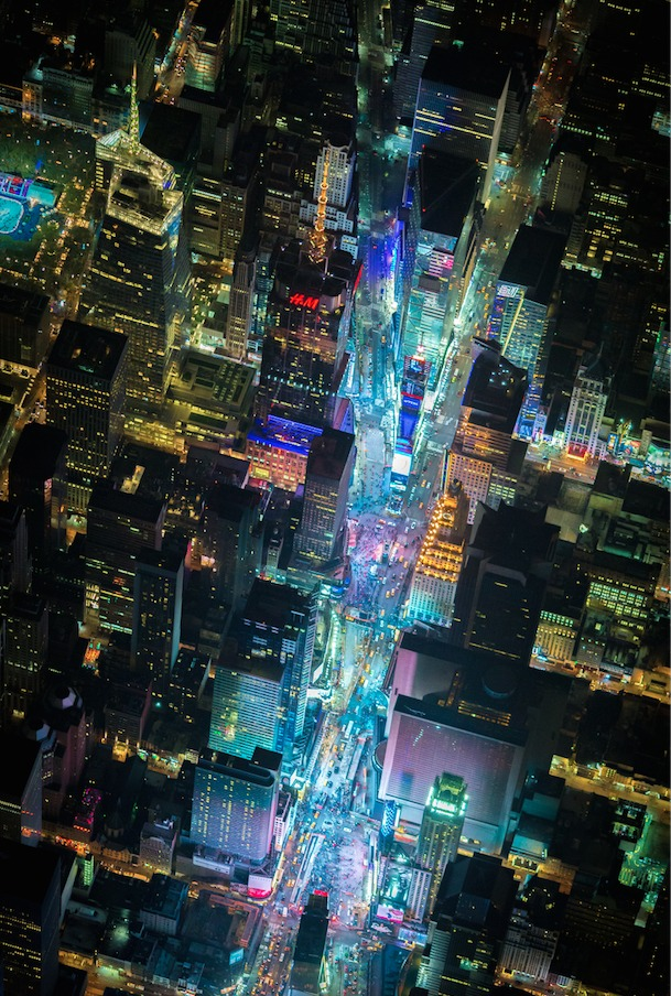 54b6d2b1e58ecee5db000001_vincent-laforet-s-images-of-new-york-from-above-will-take-your-breath-away_screen_shot_2015-01-13_at_1-24-09_pm