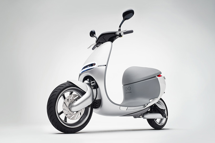 Electric-smartscooter-by-Gogoro-03