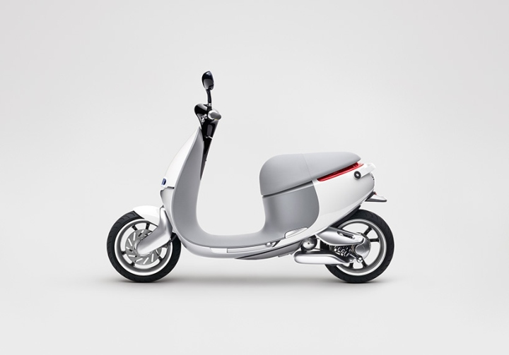 Electric-smartscooter-by-Gogoro-04
