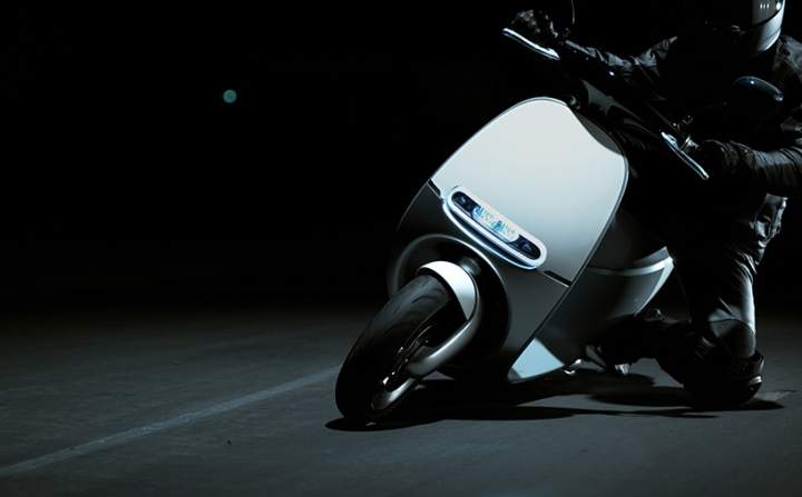 Electric-smartscooter-by-Gogoro-09