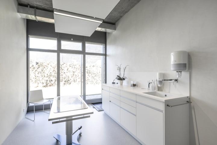 Veterinary-Clinic-Masans-by-Domenig-Architekten-Chur-Switzerland-05