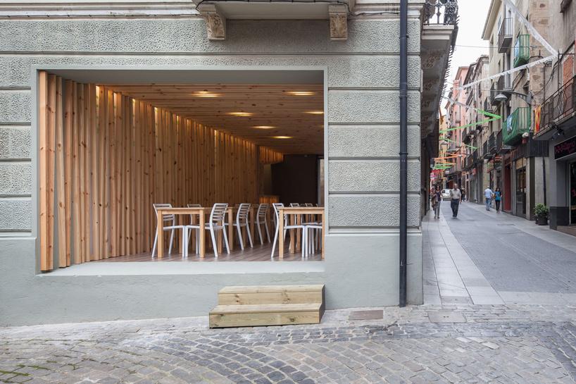 arnau-estudi-d'arquitectura-terrassa-de-la-brasera-dolot-spain-designboom-01
