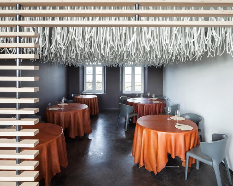 quentin-de-coster-lianes-lair-du-temps-restaurant-polyester-rope-designboom-02